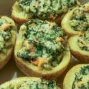 Gevulde aardappels met zalm en spinazie