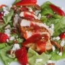 salade met gegrilde kip, aardbeien en feta-6
