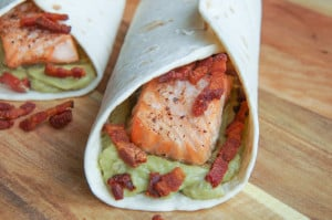 Wraps met zalm, guacamole en bacon-1