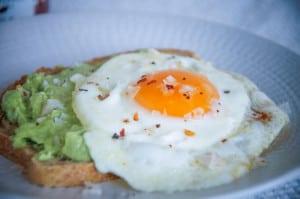 Falksalt toast avocado-ei chipotle