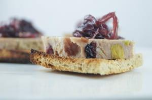 Terrine met pistache veenbessen uienchutney