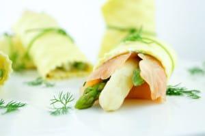 Pasta rolletjes met asperge en zalm