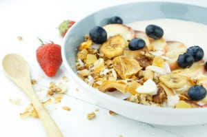 Tropische granola met kokos en banaan