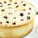 taart gevuld met appel en blauwe bes-1