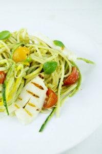 spaghetti met zoodles, pistachepesto en halloumi-