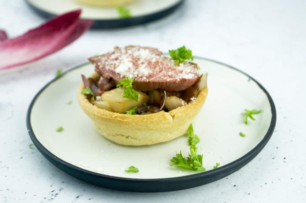 taartje-met-ui-radicchio-en-eend-2
