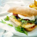 Italiaanse kipburger met rode pesto