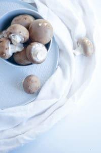 Gevulde champignons met roomkaas, spek en kaas