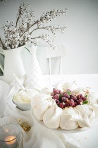 Pavlova met witte chocolade en frambozen