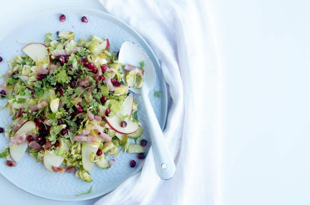 Spruitjes salade met appel en spekjes