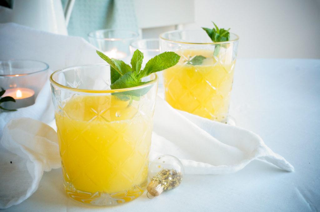 Mocktail met passievrucht en citrus