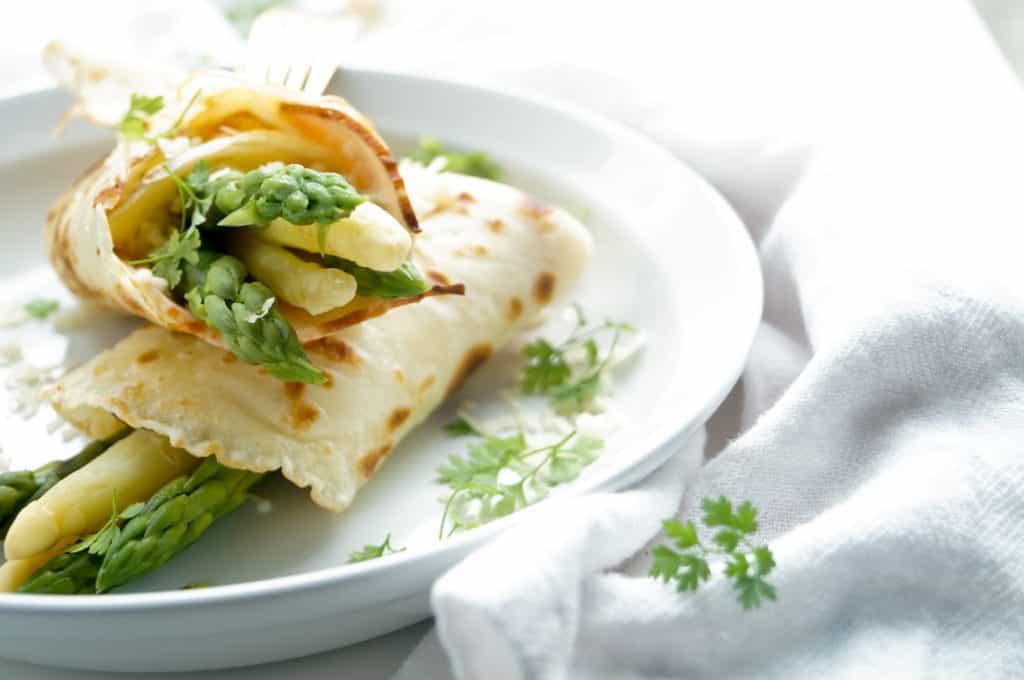 Flensjes met asperges en kalkoen