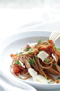Pasta carbonara met tomaat