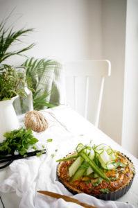 Quiche met courgette, erwtjes, spek en feta