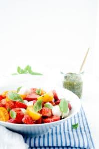 Caprese salade met aardbeien