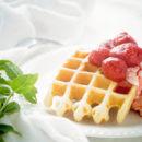 Wafels met geroosterde aardbeien