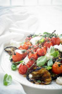 Geroosterde tomaten met aubergine en mozzarella