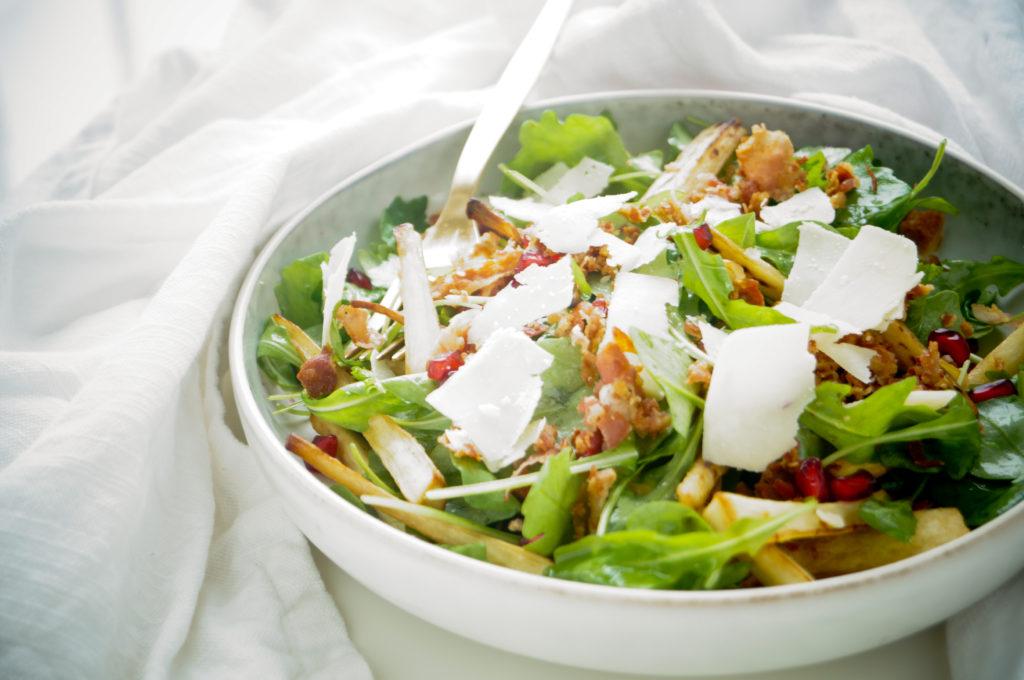 Salade met pastinaak, appel en pancetta