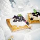 Bladerdeegtaartje met blauwe bessen en mascarpone