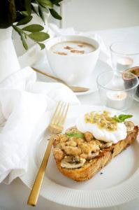 Wentelteefjes met koffie, banaan en crumble