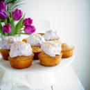 Citroen-Maanzaad cupcakes met blauwe bessen topping