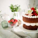 Aardbeiencake met kokos en slagroom
