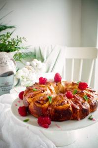 Croissant krans met roomkaas en frambozen