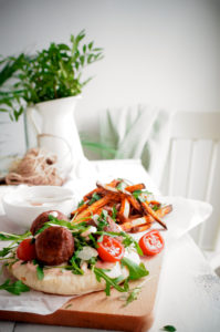 Pitabroodje met pittige gehaktballetjes