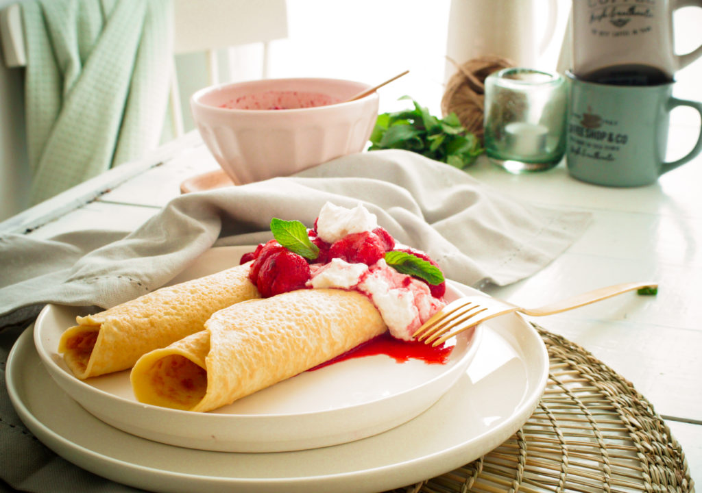 Kokos pannenkoeken met geroosterde aardbeien