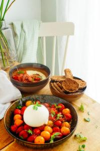Traag gegaarde kerstomaten met burrata
