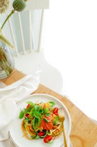 courgetti met saus van kerstomaatjes en ricotta
