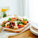 Panzanella met nectarine en burrata