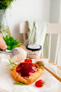 Galette met nectarine, aardbeien en frangipane