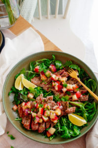 Gemarineerde steak met perzik salsa