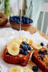 Yoghurtbrood met blauwe bessen