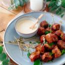 Gehaktballetjes met spek en mosterddip