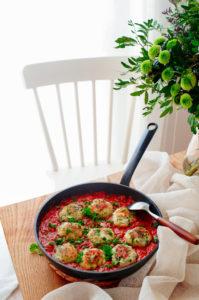 Visballetjes in tomatensaus
