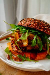Pulled Pork hamburger met ananas