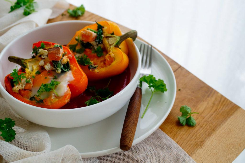 Gevulde paprika's met ei en zoete aardappel