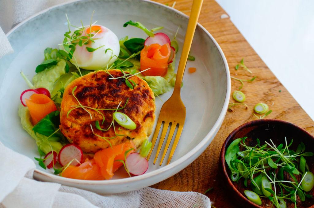 Aardappelkoekjes met zalm en guacamole