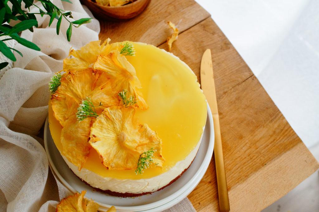 Bavarois taart met witte chocolade en ananas