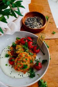 Courgettekoekjes met erwtjes en feta