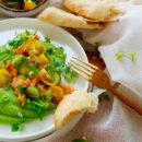 Erwtenhummus met fattoush salade & garnalen