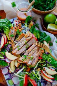 Aziatische salade met kalfsvlees en noedels