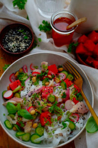 Noedelsalade met watermeloen en forel