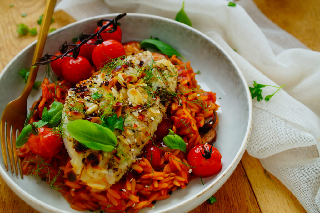 Risoni met tomatensaus, venkel en zeebaars