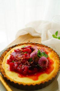 Ricotta taart met peer en pruimen