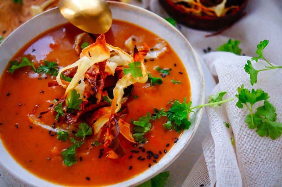 Pastinaaksoep met zoete aardappel en curry