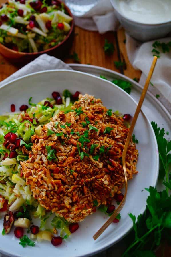 Kalkoenschnitzel met spruitjes salade