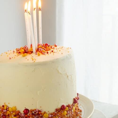 Witte chocoladecake met pistache